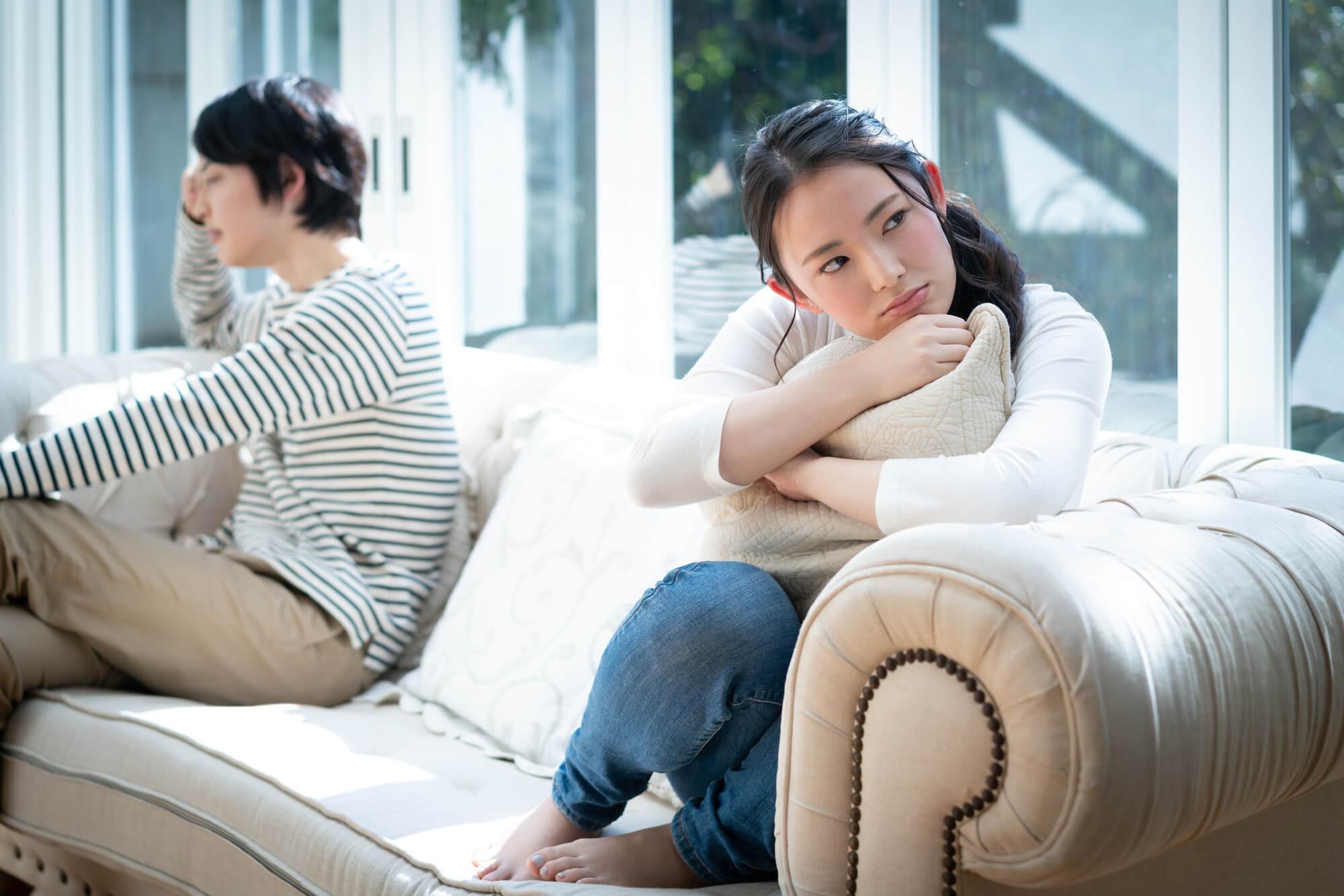 病院で双極性障害、パニック障害、大人の発達障害と診断され悩み苦しんでいる女性