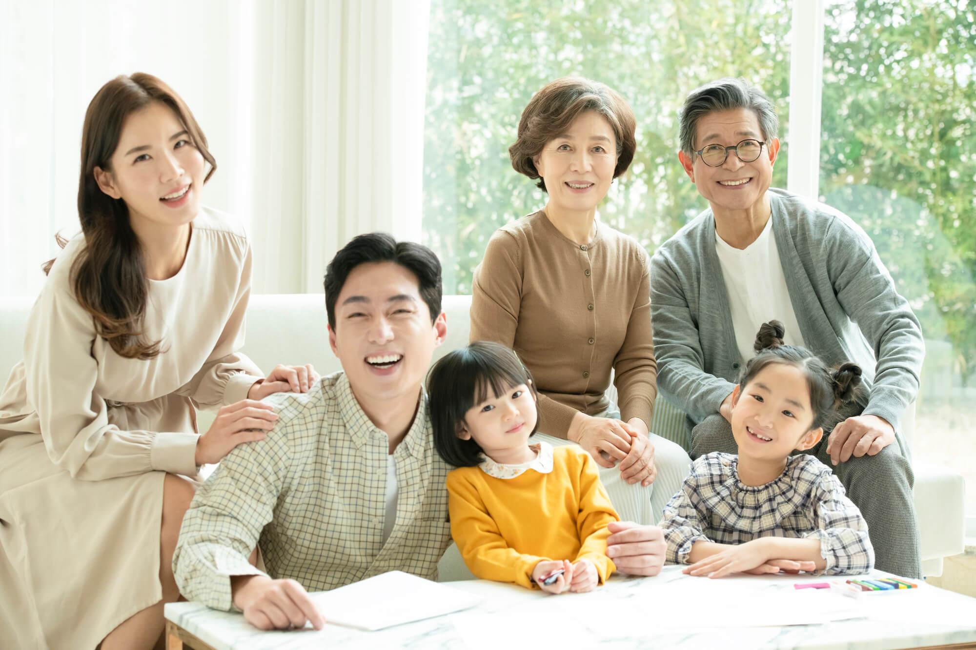 とても仲の良さそうな家族に見えるが、実際は様々な問題を抱えている家族