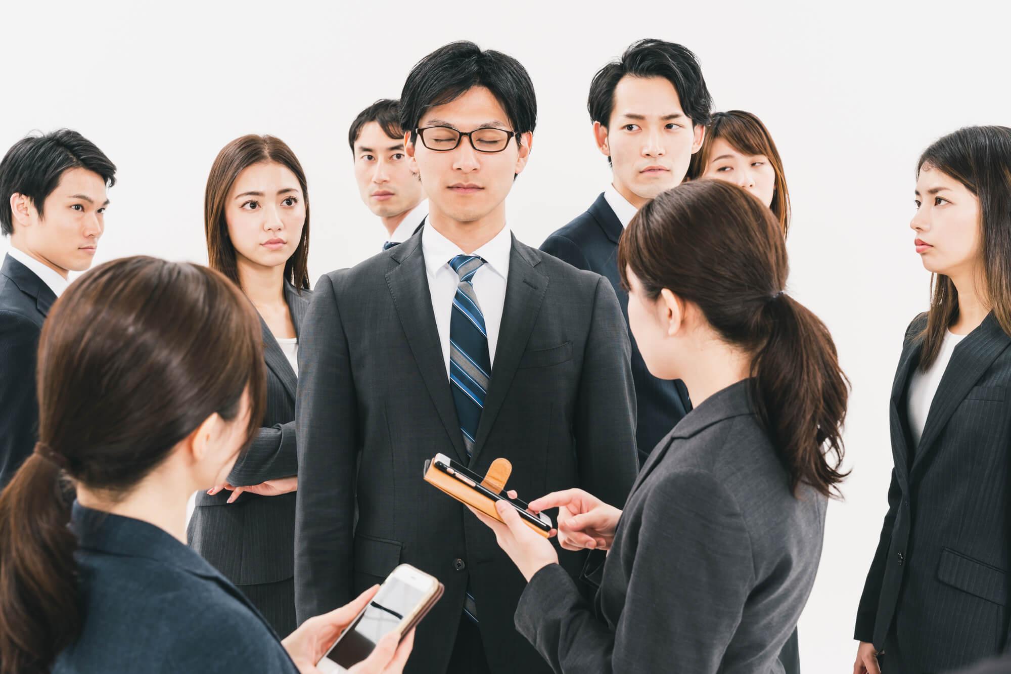 やっと就職した会社で人間関係に馴染めず孤立しているアスペルガー症候群の男性