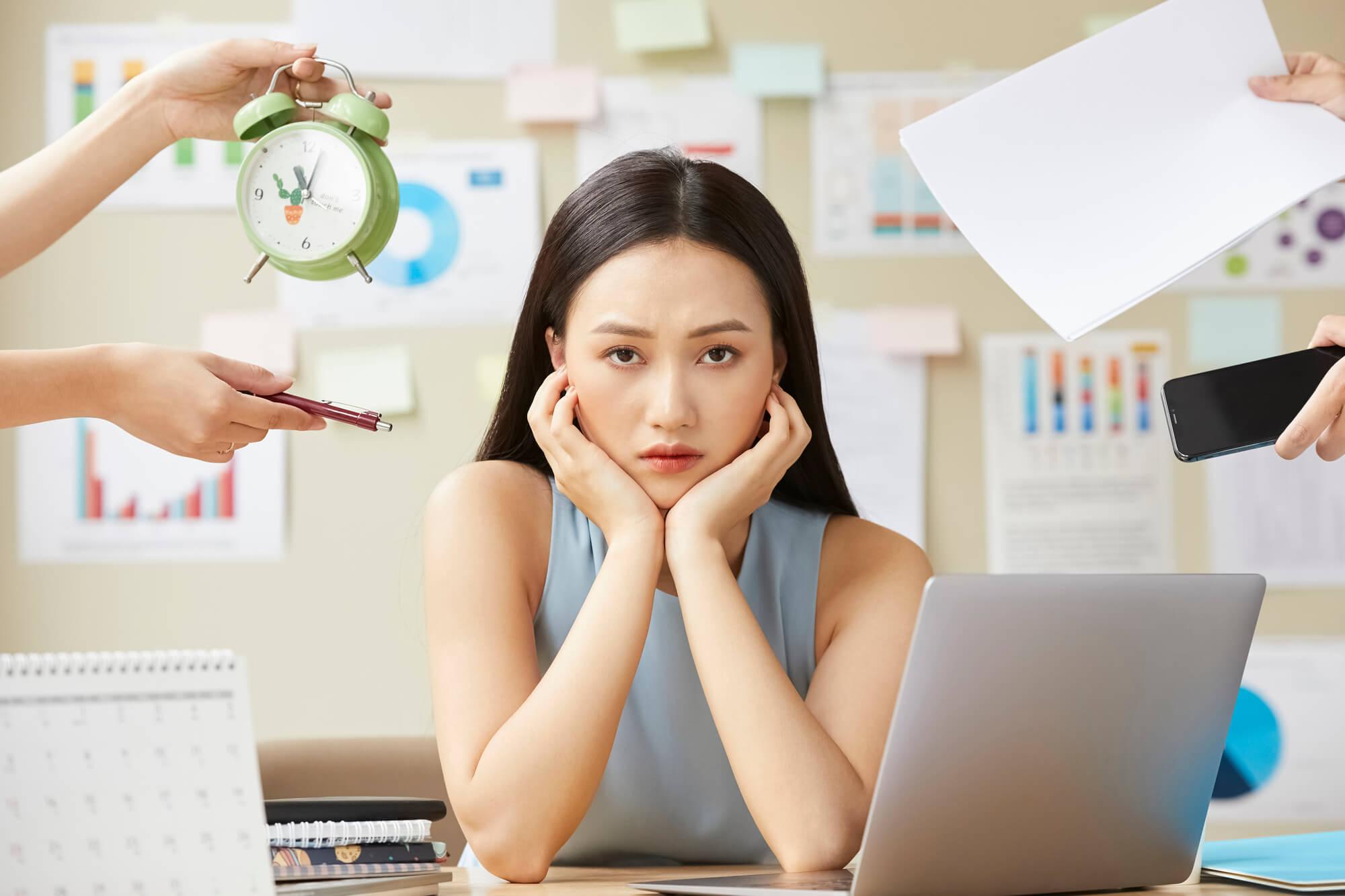 コミュニケーションが苦手で生きづらさを感じている20代の女性