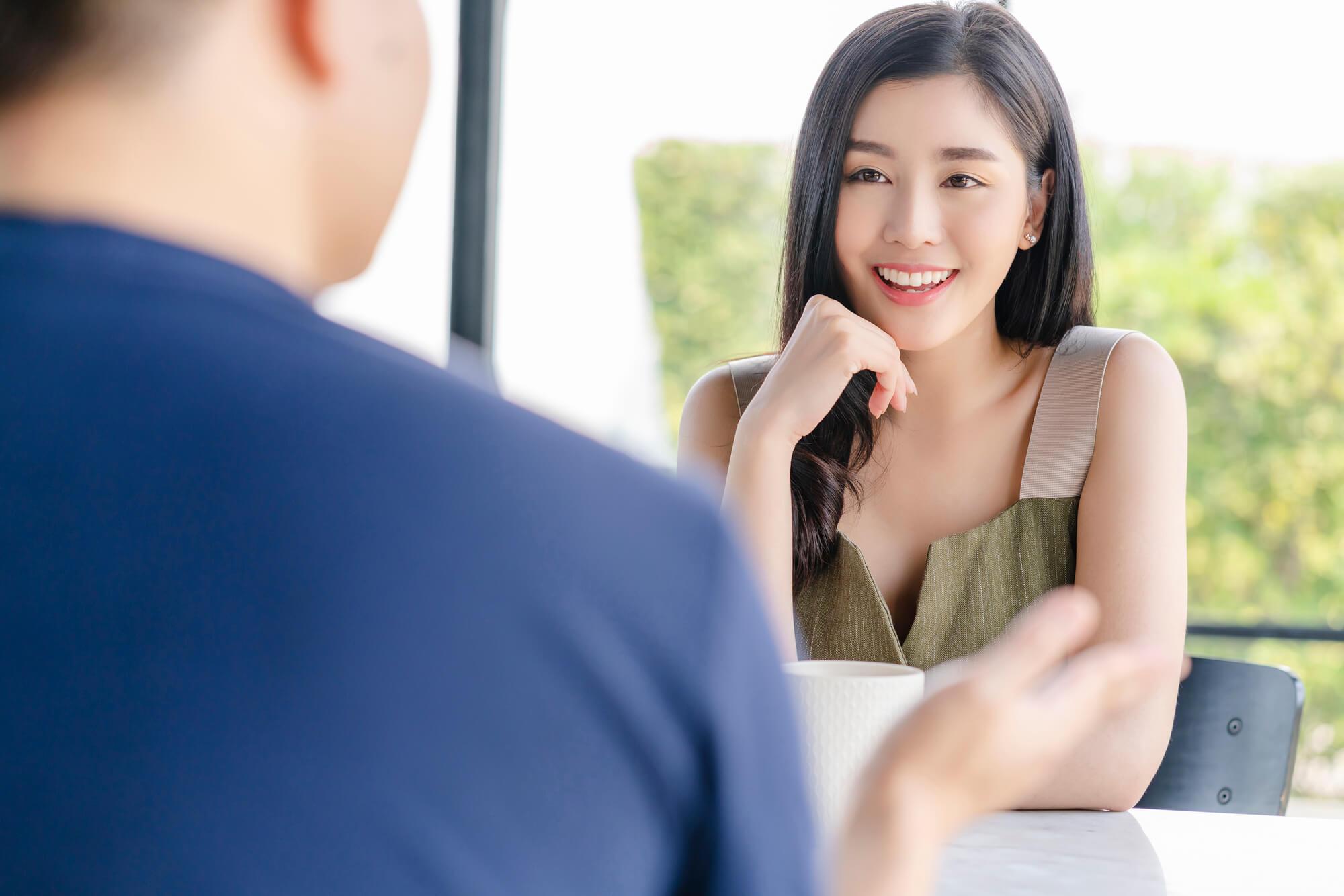 カウンセリングで恋愛のアドバイスを受け、素敵なパートナーと出会うことができたクライアントの女性