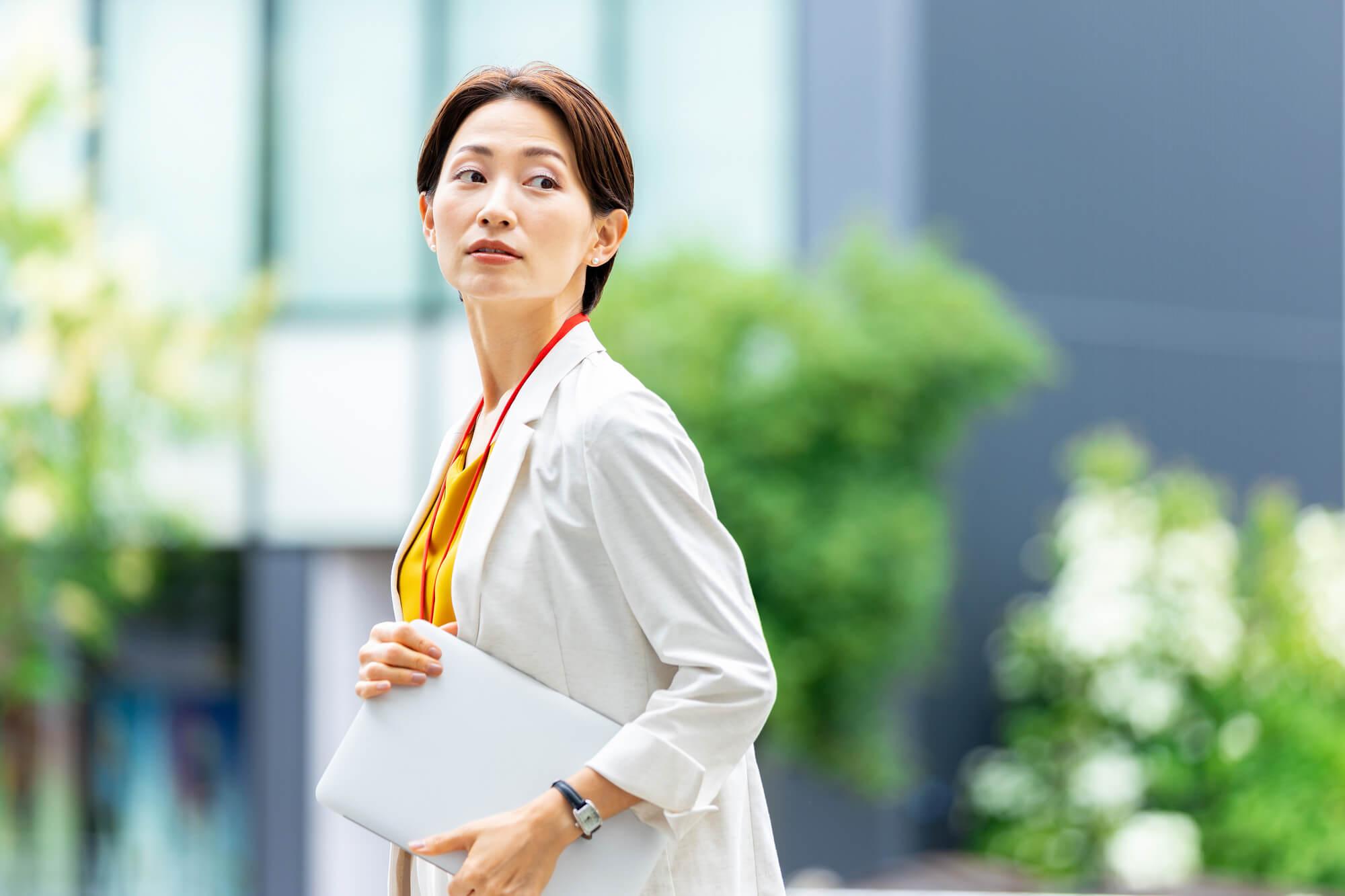 カウンセリングを受けることで、自分の凝り固まった考え方に気がついた50代の女性