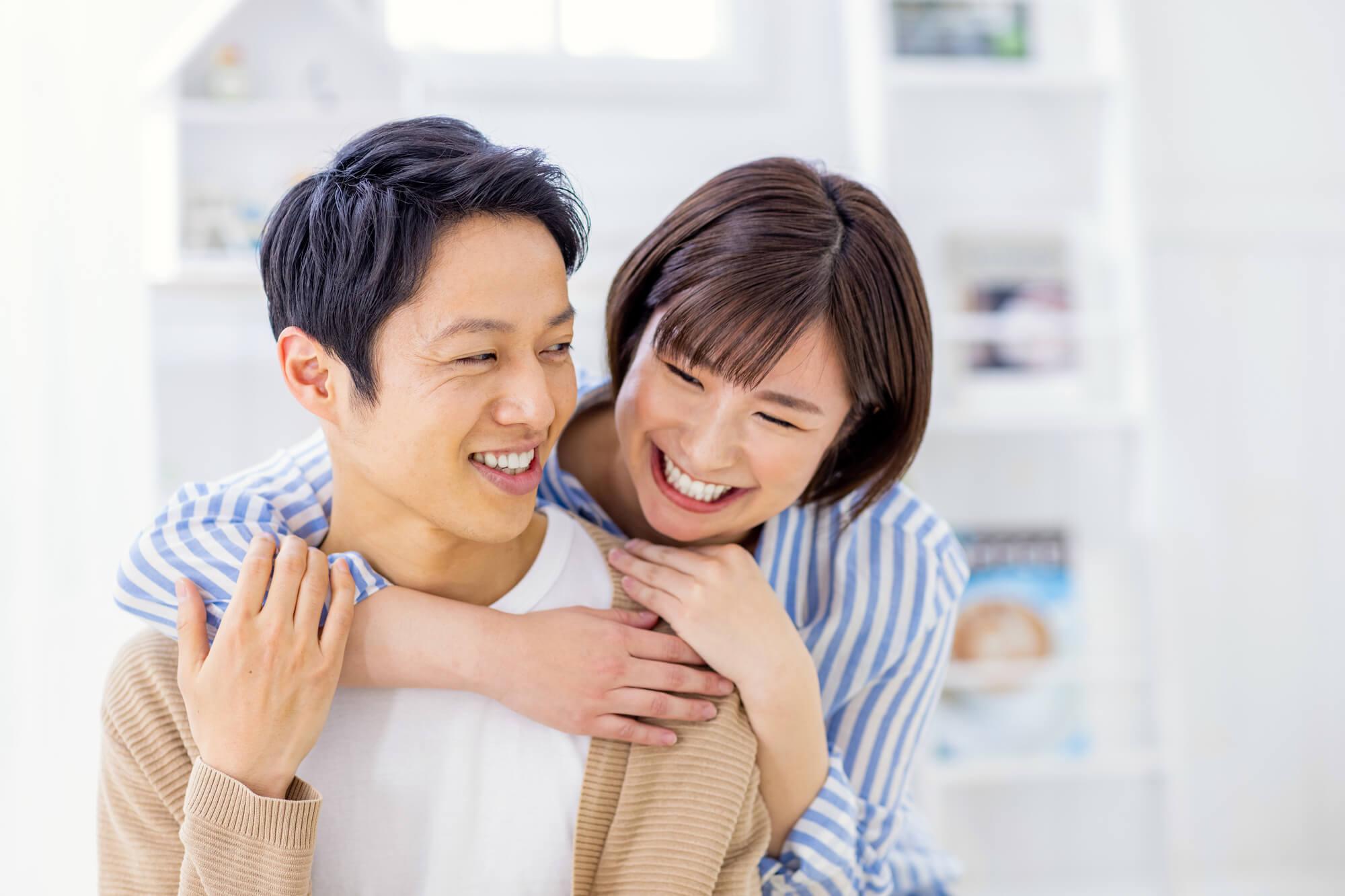お互いを信じ合う仲の良いカップル