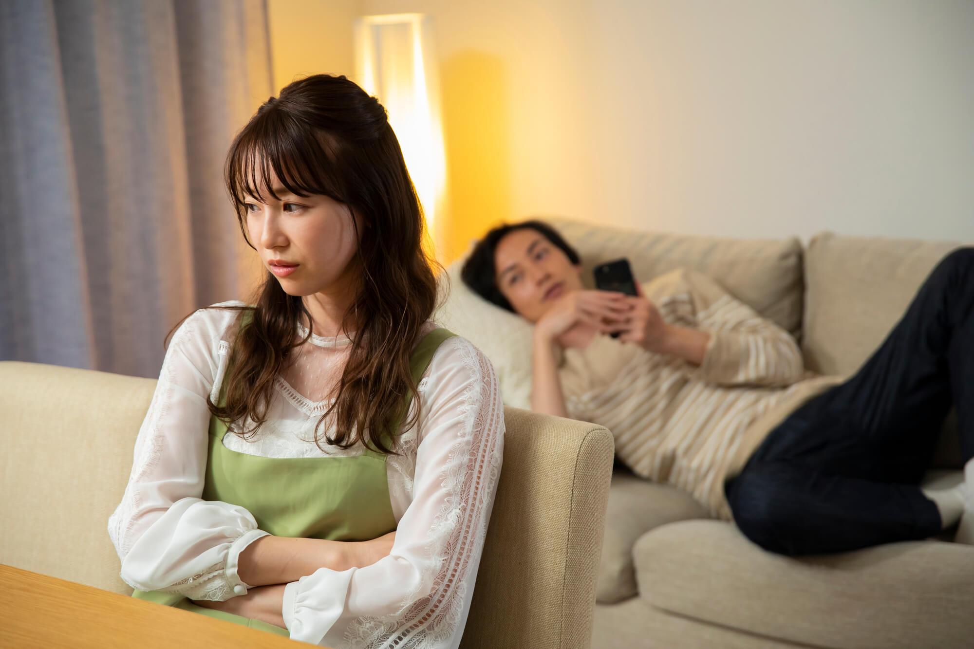 不倫している夫から離婚を突きつけられている妻