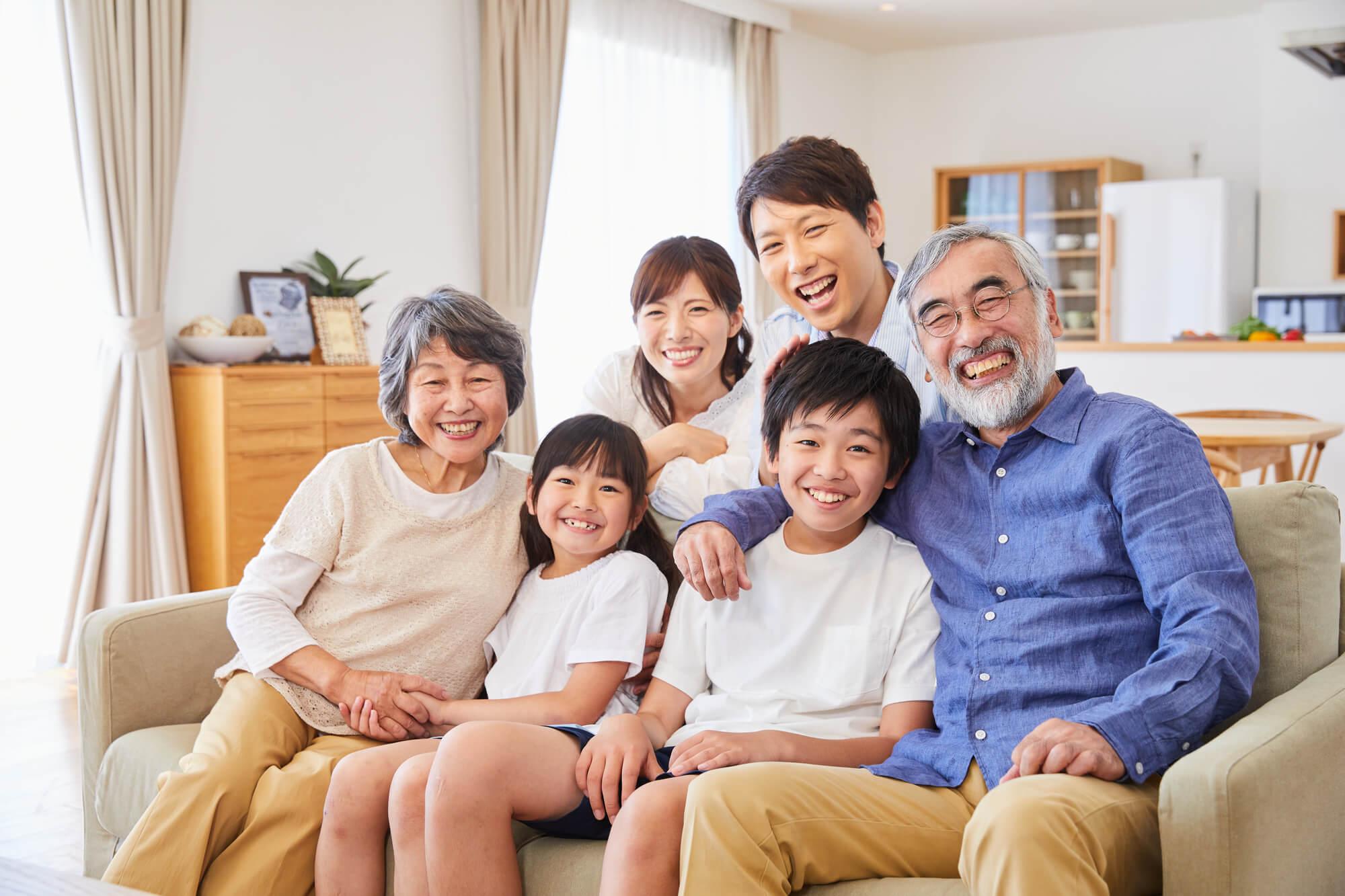 仲の良い親子三世代の家族